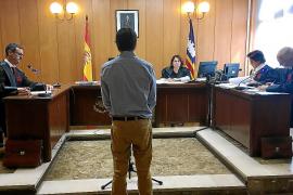 Acepta un año de cárcel por abusar de una joven dormida en un piso de Palma