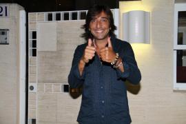 La mujer de Antonio Carmona dice que el cantante está sedado y estable