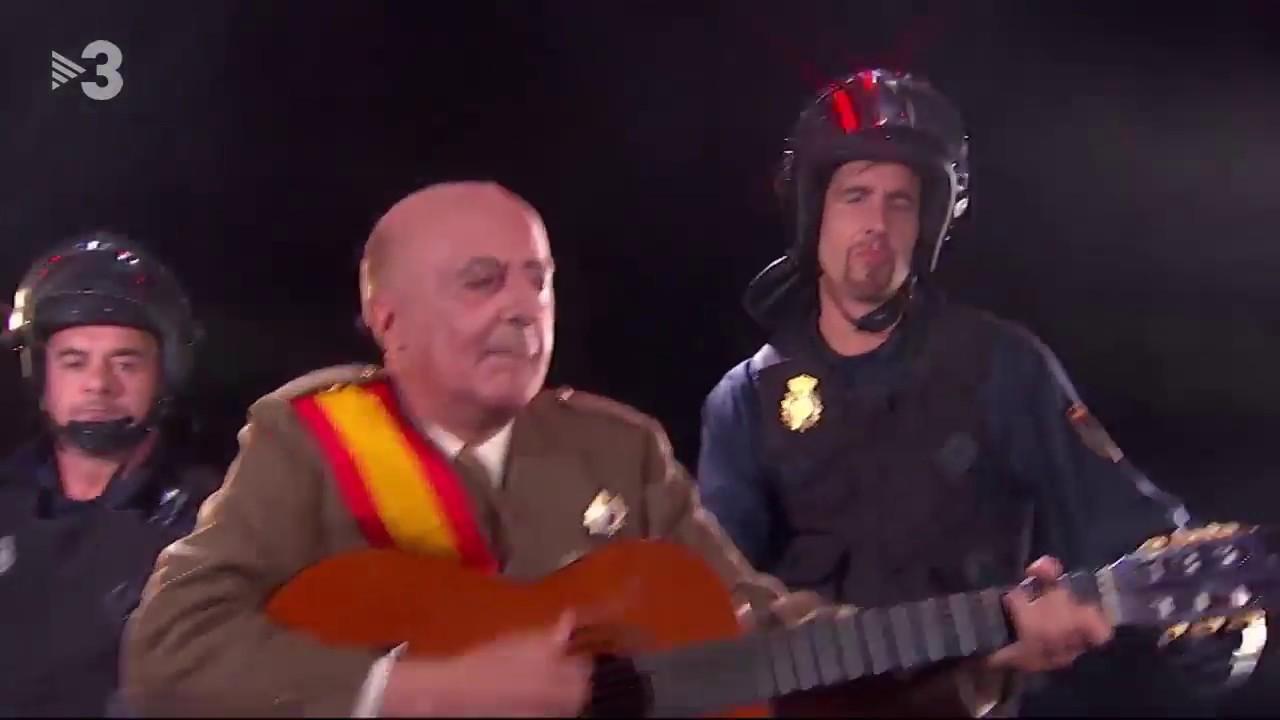 Franco canta por Peret en 'Polònia' tras el 1-O