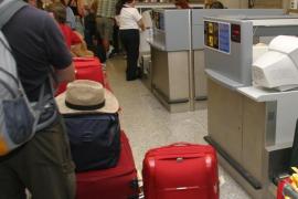Detenido un trabajador del aeropuerto de Palma que sustraía objeto de maletas