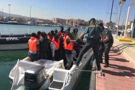 Llegan 35 inmigrantes en patera a las costas españolas