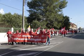 Un centenar de personas participan en Palma en la marcha «por unas pensiones dignas»
