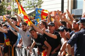 Choques y amenazas entre ultras e independentistas alteran la manifestación de la diada en Valencia