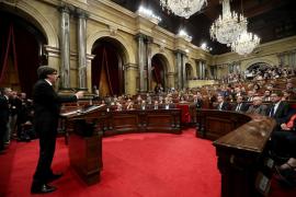 Puigdemont proclama la independencia y acto seguido la suspende para negociar