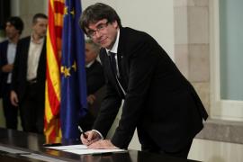 El president de la Generalitat, JxSí y la CUP firman una declaración por una futura independencia