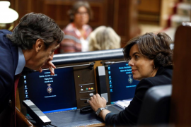 Sáenz de Santamaría, a Puigdemont: «Está en su mano volver al entendimiento»