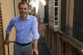 Barceló defiende que realiza «muy buen trabajo» al frente de Turismo