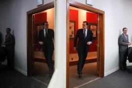 Sánchez apoya a Rajoy a condición de que no encarcele a Puigdemont