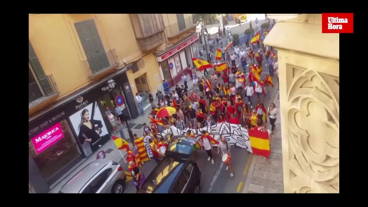 Centenares de personas marchan en Palma por la unidad de España