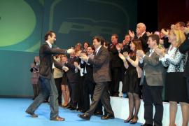 Bauzá incluye en su lista a Gijón, Aina Aguiló y Marga Ferrando