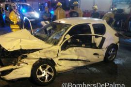 Liberan a un conductor tras colisionar con una furgoneta en el Passeig Marítim