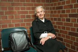Condena de prisión para una anciana alemana negacionista del Holocausto nazi