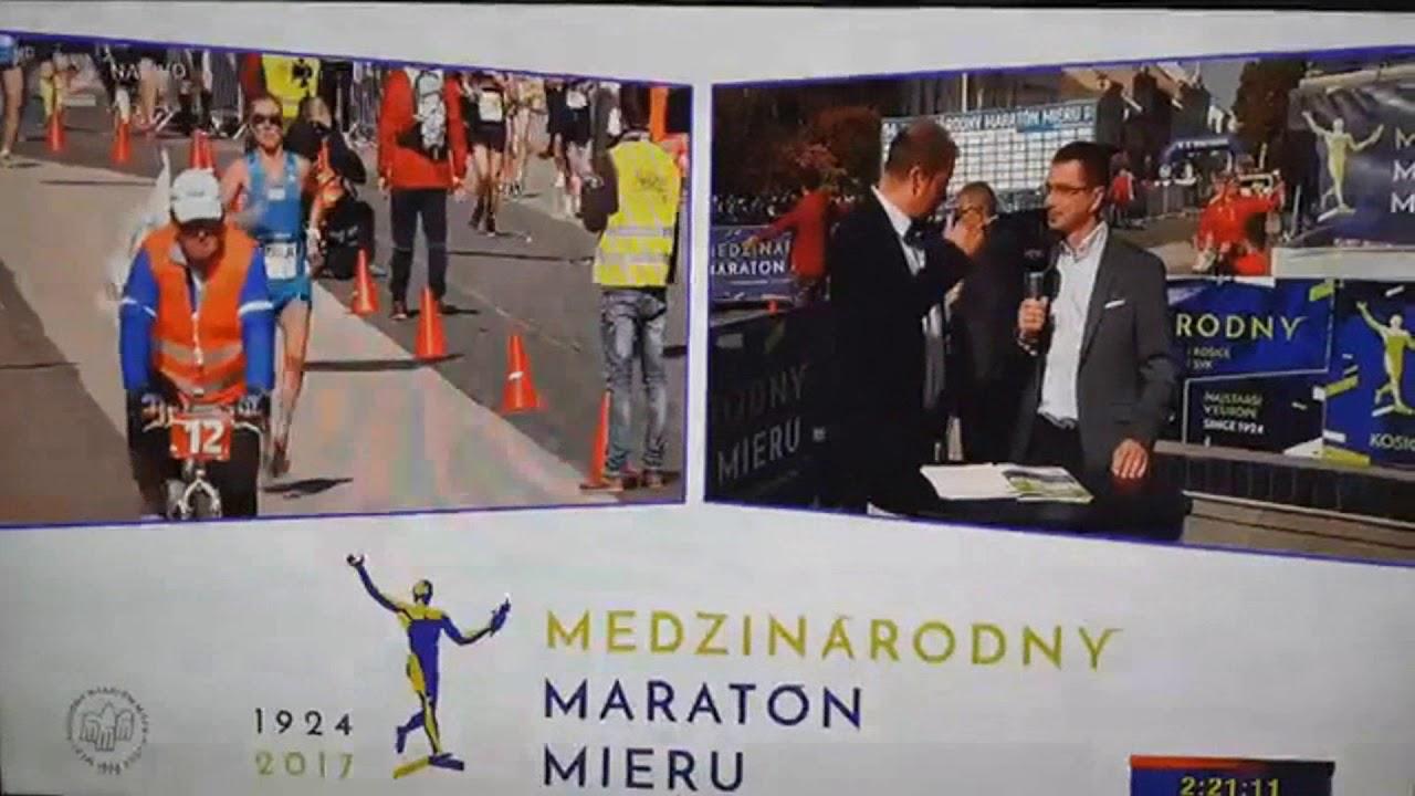 Un atleta sufre un 'percance' en un maratón y su carrera se viraliza