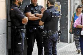 Buscan al ladrón que violó a una mujer y luego quemó su piso en Palma