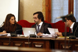 Las acusaciones destacan que el acusado planeó el crimen de Porto Cristo