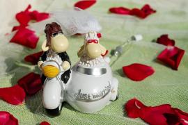 Detenida por pagarse su boda y la luna de miel con la tarjeta de una amiga