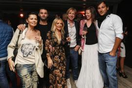 Numerosas personas acudieron el miércoles por la noche a la cena anual de la ONG Juntos que se celebró en el restaurante La Esco