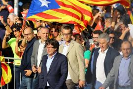 El Govern encabeza la manifestación por la libertad de Sànchez y Cuixart en Barcelona