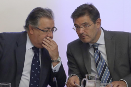 Zoido dice que Puigdemont responderá por sus «graves irresponsabilidades»