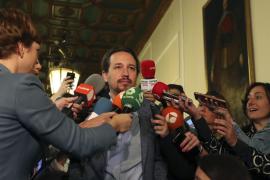 Iglesias acusa a Rajoy de forzar el 155 y a Sánchez de engañar a sus bases