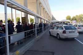 Los taxistas interponen un contencioso administrativo por la concesión del transporte regular al aeropuerto