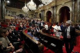 La oposición abandona el Parlament de Cataluña