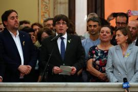 Puigdemont pide afrontar con «paz, civismo y dignidad» la República catalana