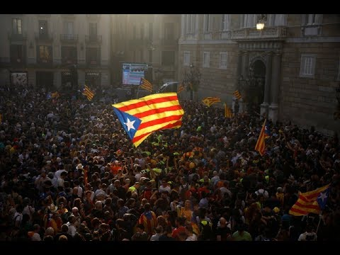 Más de 17.000 personas llenan la plaza Sant Jaume para celebrar la independencia DIRECTO