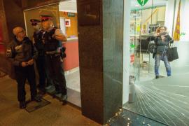 Manifestantes a favor de la unidad de España provocan destrozos en Catalunya Ràdio
