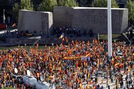 Miles de personas se manifiestan en la plaza de Colón para defender la unidad de España
