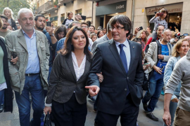 Puigdemont, junto a su mujer, almuerza en Girona tras su declaración