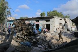 Al menos 25 muertos por dos coches bomba y un ataque a un hotel en Mogadiscio