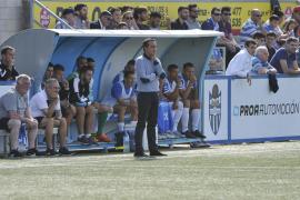 El Atlético Baleares mantiene la confianza en el trabajo de Armando de la Morena