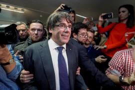 Diputadas populares tachan de «cobarde» y «ridículo» a Puigdemont en Bruselas