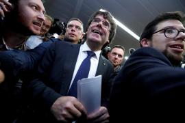 La Fiscalía se plantea pedir prisión para Puigdemont y sus 13 consejeros