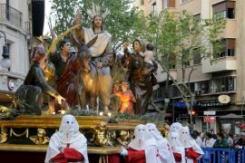 La primera procesión de la Semana Santa palmesana, fluida y organizada