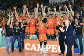 El Teruel impone su saque a la recepción del Palma y levanta la Supercopa