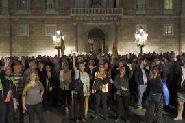 Miles de personas piden frente al Parlament la libertad de los «presos políticos»