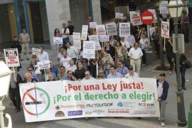 Sólo cien dueños de bares y restaurantes se manifiestan en Palma contra la ley antitabaco