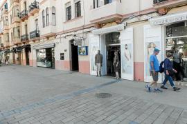 Ganan las terrazas y pierden las tiendas de ropa tras la peatonalización de Vara de Rey