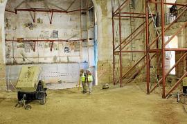 Restauran más de cincuenta elementos antiguos del teatro de Inca