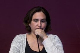Colau pide al PSC que apoye un referéndum pactado, la libertad de los presos y la retirada del 155