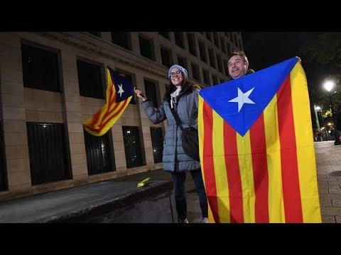 Intervención de los alcaldes catalanes y de Puigdemont en Bruselas