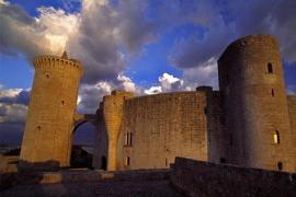 Visita guiada a la torre de l'homenatge del castell de bellver (Familiar)