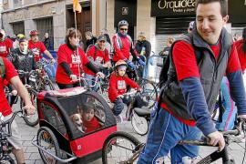 Cort autorizará los remolques para llevar niños en las bicis