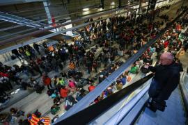 Los manifestantes abandonan la estación del AVE de Girona después de doce horas