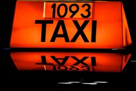 Investigan al padre de un niño de 12 años por dejarle conducir su taxi