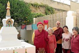 Inauguración de la Estupa de la Iluminación en el centro budista de Palma El Jardín del Dharma
