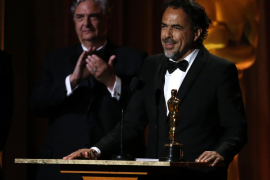 Un «emocionado» Iñárritu recibe el Óscar especial por 'Carne y arena'
