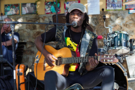 Mercadillo solidario de Sant Joan por Tanzania (Fotos: Marcelo Sastre).